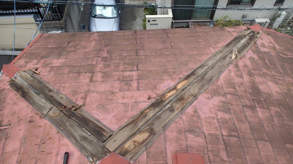 棟板金、浮き、釘抜け、木下地傷み、木下地腐食